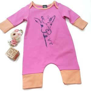 """Adorable Giraffe """"Jumpsie"""" Size 3-6 Months"""